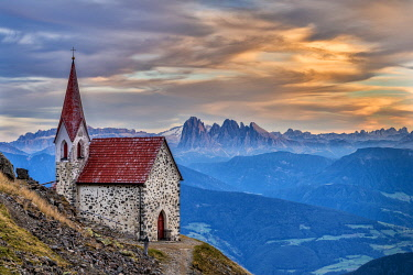 CLKMK122145 Lazfons, Chiusa, Bolzano district, South Tyrol, Italy, Europe. The pilgrimage church Latzfonser Kreuz with view to the Dolomites