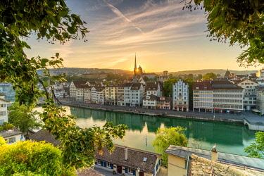 CLKRM118930 Sunrise over Limmat River seen from Lindenhof Hill, Zurich, Switzerland