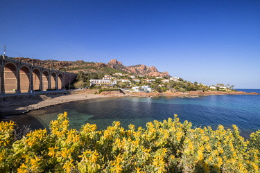 HMS3501184 France, Var, Saint Raphael, Esterel Corniche, Creek of Antheor, in the background the Esterel massif and the peaks of the Cap Roux