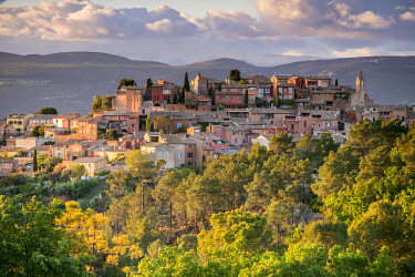HMS3532962 France, Vaucluse, regional natural park of Luberon, Roussillon, labeled the most beautiful villages of France
