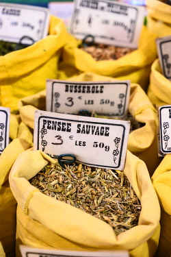 HMS3586061 France, Alpes-Maritimes , Cannes, spices at Forville market