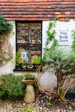 ENG16454AW â��Tiny Book Storeâ�, Rye, East Sussex, England
