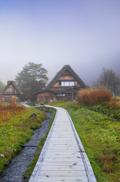 JAP2144AWRF Traditional houses of Ogimachi (UNESCO World Heritage Site) in mist, Shirakawa-go, Toyama Prefecture, Japan