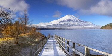 JAP2152AWRF Mount Fuji and Lake Yamanaka, Yamanashi Prefecture, Japan