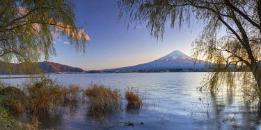 JAP2157AWRF Mount Fuji and Lake Kawaguchi at sunset, Yamanashi Prefecture, Japan