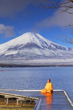 JAP2308AW Buddhist monk meditating in front of Mount Fuji, Lake Yamanaka, Yamanashi Prefecture, Japan