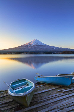 JAP2309AW Mount Fuji and Lake Kawaguchi at dawn, Yamanashi Prefecture, Japan