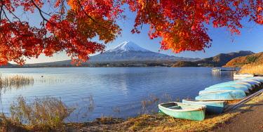 JAP2317AW Mount Fuji and Lake Kawaguchi, Yamanashi Prefecture, Japan