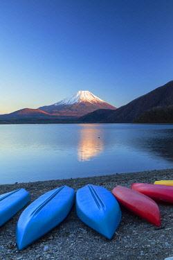 JAP2345AW Mount Fuji and Lake Motosu at sunset, Yamanashi Prefecture, Japan