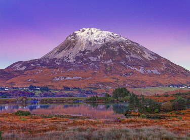 IRL1045AW Ireland, Co.Donegal, Mount Errigal at dusk