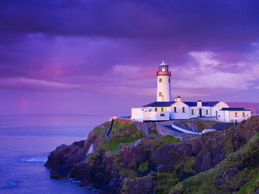 IRL1053AW Ireland, Co.Donegal, Fanad, Fanad lighthouse at dusk