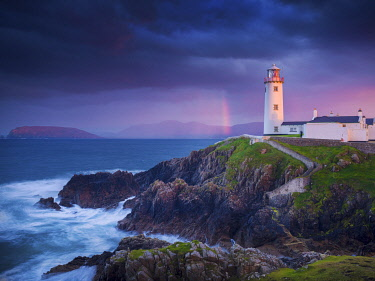 IRL1058AW Ireland, Co.Donegal, Fanad, Fanad lighthouse at dusk