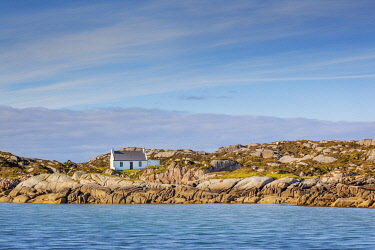 IRL1074AW Ireland, Co.Donegal, Arranmore island, House on rocky outcrop