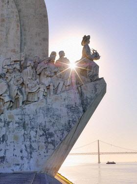 POR10805AWRF Portugal, Lisbon, Belem, Monument to the Discoveries (Padrao dos Descobrimentos), Sun behind monument