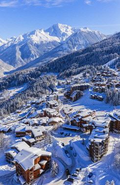 HMS3442625 France, Savoie, Tarentaise valley, La Tania is one of the largest skiresort village in France, in the heart of Les Trois Vallees (The Three Valleys), one of the biggest ski areas in the world with 600...