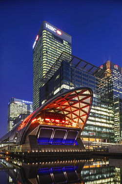 TPX73277 England, London, Docklands, Canary Wharf, Big Easy Restaurant, Office Buildings and Skyline Illuminated at Night