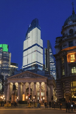TPX73459 England, London, The City of London, The Royal Exchange and Modern Skyscrapers