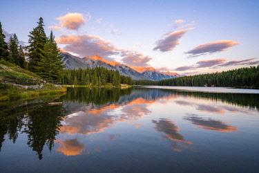 CAN3581AW Sunset at Johnson Lake, Banff National Park, Canadian Rockies, Alberta, Canada