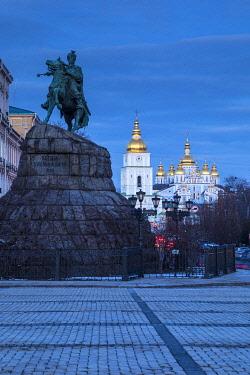 UA01264 Bohdan Khmelnytsky Monument & St. Michael's monastery, Sofiyivska Square, Kiev (Kyiv), Ukraine