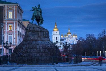 UA01265 Bohdan Khmelnytsky Monument & St. Michael's monastery, Sofiyivska Square, Kiev (Kyiv), Ukraine