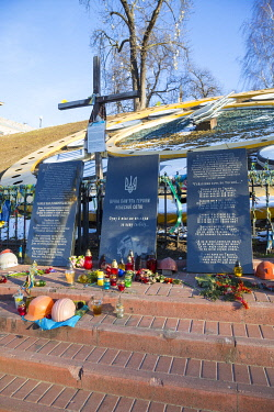 UA01287 Memorial tothose killed during the 2013/2014 Euromaidan demonstrations, Independence Square (Maiden Square), Kiev (Kyiv), Ukraine