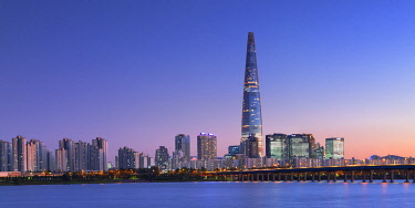 SKO481AW Lotte World Tower and Han River at dusk, Seoul, South Korea