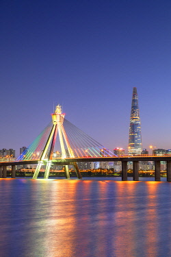 SKO484AW Lotte World Tower and Olympic Bridge at dusk, Seoul, South Korea