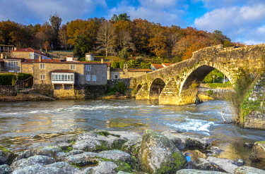 SPA9633 Spain. O Coruna. Negreira. An impressive Roman Bridge which the Camino pilgrims cross on the way to Muxia and Finisterre normally after they have arrived in Santiago de Compostela.
