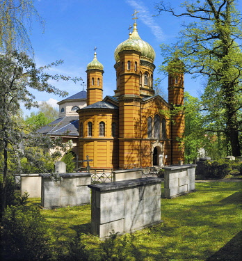 Russian Orthodox Chapel, Marie Seebach Foundation burial grounds at front, Fuerstengruft, ducal burial chapel at back, Historical Cemetery, Weimar, Thuringia, Germany, Europe