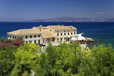 IBLNPR04212804 Faliraki bath with En Plo cafe and restaurant, Island Vido, also Ptichia, Albanian coast behind, historic centre, Corfu, Kerkyra, Unesco World Heritage Site, the island of Corfu, Ionian Islands, Greec...