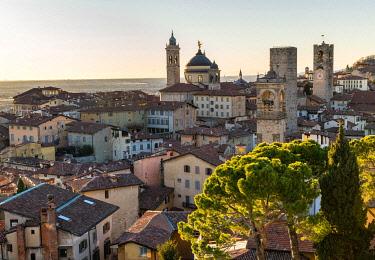 IBXJUN05038297 Old Town, Bergamo, Lombardy, Italy, Europe