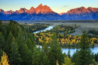 USA15101AW Grand Teton mountain range from Snake River Overlook at sunrise, Grand Teton National Park, Jackson Hole, Wyoming, United States