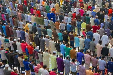 AS03KSU0009 Pilgrims praying at Bishwa Ijtema, Dhaka, Bangladesh
