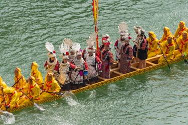 AS07KSU2705 Dragon Boat race on Wuyang River during Duanwu Festival, Zhenyuan, Guizhou Province, China.