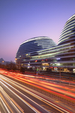 CH12256AW Galaxy SOHO (designed by Zaha Hadid) at dusk, Beijing, China