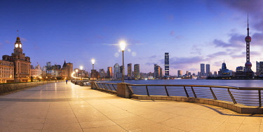 CH12278AW Skyline of Pudong and the Bund at sunrise, Shanghai, China