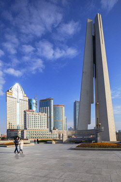 CH12319AW People�s Heroes Memorial Tower and buildings along Huangpu River, Shanghai, China