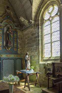 IBLHAN05098195 Interior, Statue of the Virgin Mary, Church of Notre Dame de la Joie, Penmarc'h, Departement Finistere, France, Europe