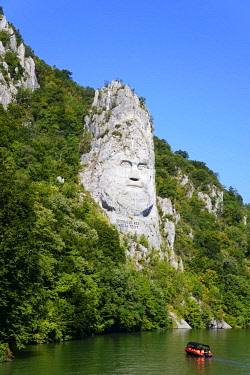 IBLSCO05090946 Statue of the Daker King Decebalus on the banks of the Danube, Dubova, Iron Gates Natural Park, Romania, Europe