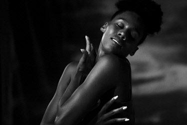 IBLYUC05091604 Dark-skinned dancer on stage, Santa Maria, Sal Island, Cape Verde, Africa