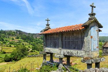 IBXGAB05111917 Traditional Espigueiros, Granary, Lindoso, Peneda Geres National Park, Minho province, Portugal, Europe