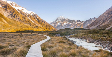 IBXMMW04539385 Hiking trail at Hooker River, Mount Cook, Sunrise, Mount Cook National Park, Southern Alps, Hooker Valley, Canterbury, South Island, New Zealand, Oceania