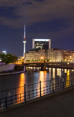 IBXMMW05091704 Spree and television tower Alex, night scene, Berlin-Mitte, Berlin, Germany, Europe