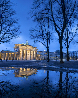 IBXRBE05105931 Brandenburg Gate, Berlin, Germany, Europe