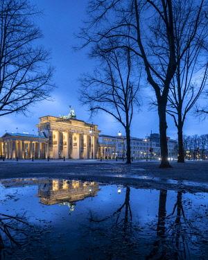 IBXRBE05105931 Brandenburg Gate, Berlin, Germany, Europe