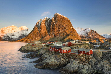 IBXROH04512218 Townscape, Rorbuer fishermens huts, Hamnoy, Moskenesøy, Lofoten, Norway, Europe