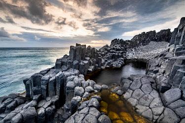 IBXROH05102258 Coastal basalt cliffs, basalt columns, Blackhead, Dunedin, Otago, South Island, New Zealand, Oceania