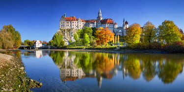 GER12048AW Sigmaringen Castle in Autumn, Baden-Wurttemberg, Germany