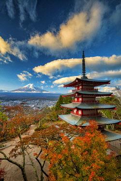 JAP2376AW Chureito Pagoda & Mt. Fuji in Autumn, Fujiyoshida, Yamanashi Prefecture, Japan