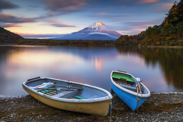 JAP2380AW Mount Fuji and Lake Motosu at Sunset, Yamanashi Prefecture, Japan